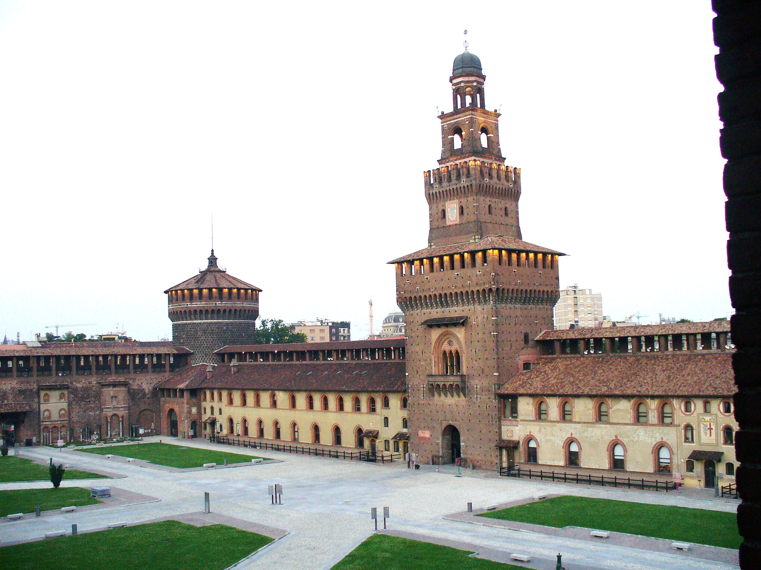 Castello_sforzesco,_milano.jpg