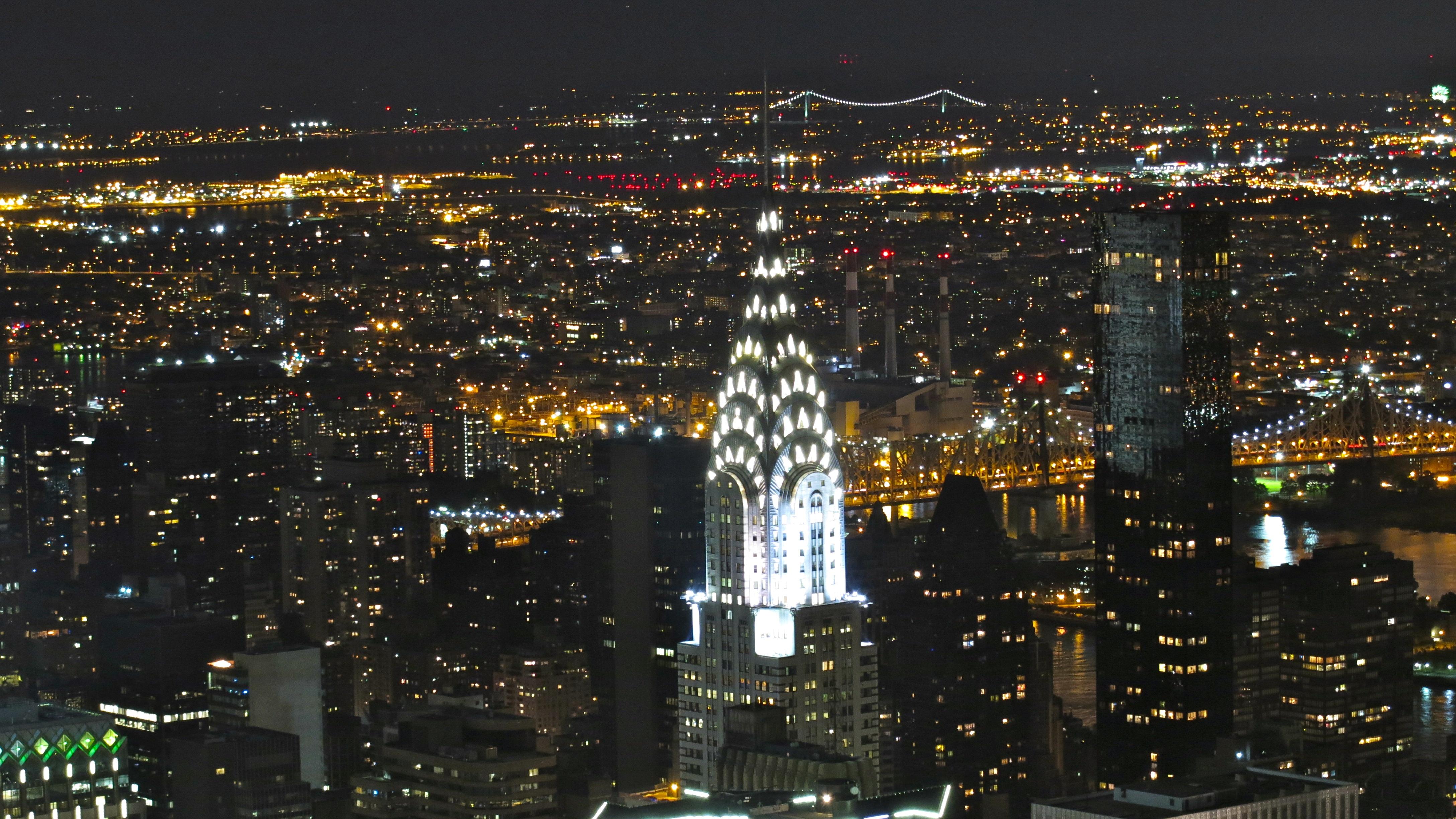 Chrysler_building_by_night.jpg