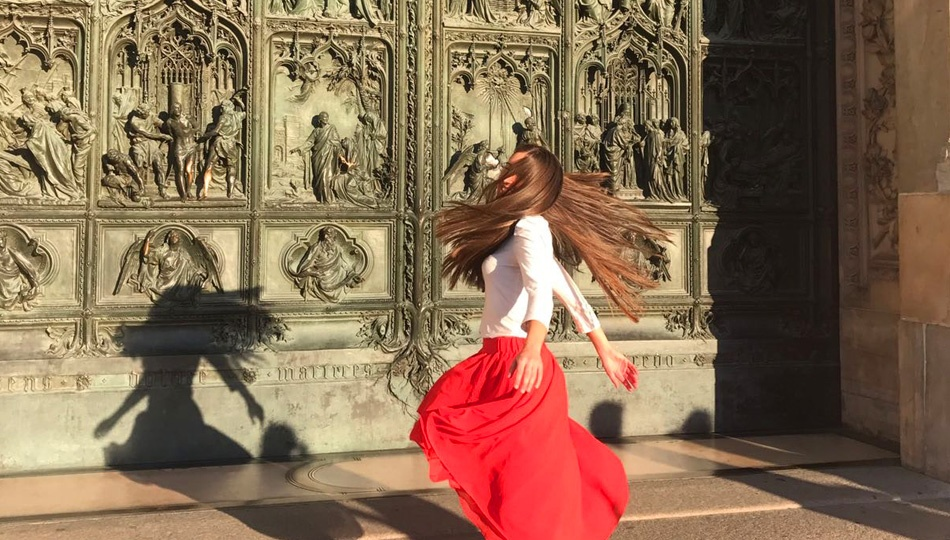 Katherine in front of Duomo