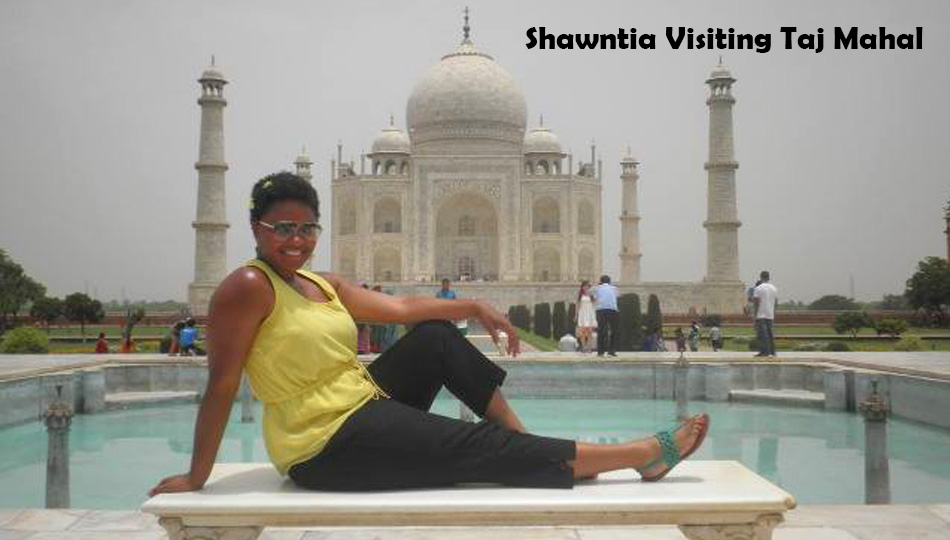 Shawntia Posing in front of Taj Mahal