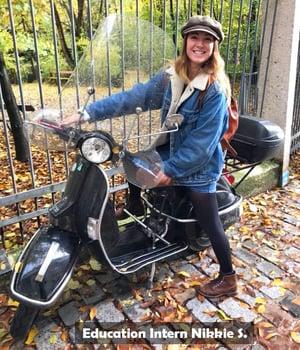 Woman-in-bike-in-Paris-2