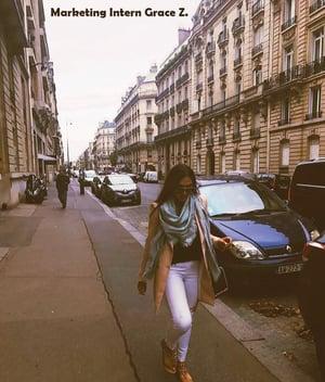 Woman-walking-down-the-street-in-Paris