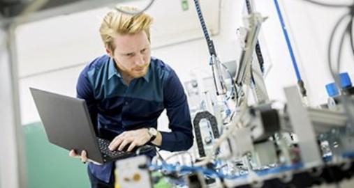 Man working lab doing similar tasks to an internship
