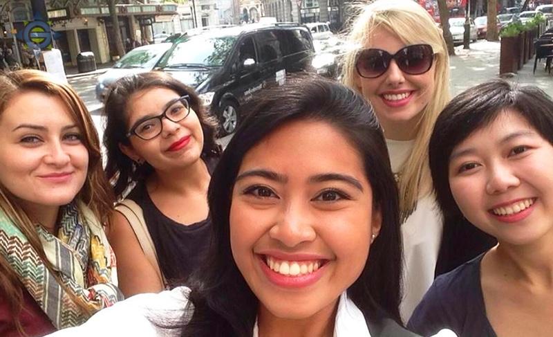 intern-group-selfie