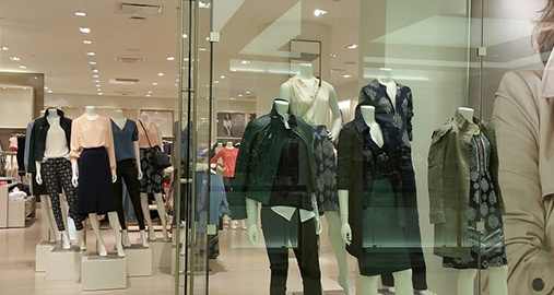 Dynamic Fashion Business Role in a Milan Showroom