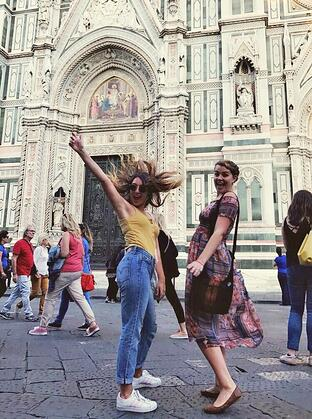 Nikkie with friends at the duomo