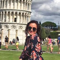 Cheyanne J. standing in front of the leaning tower of Pisa