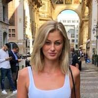 Julia R. walking through the streets of Milan